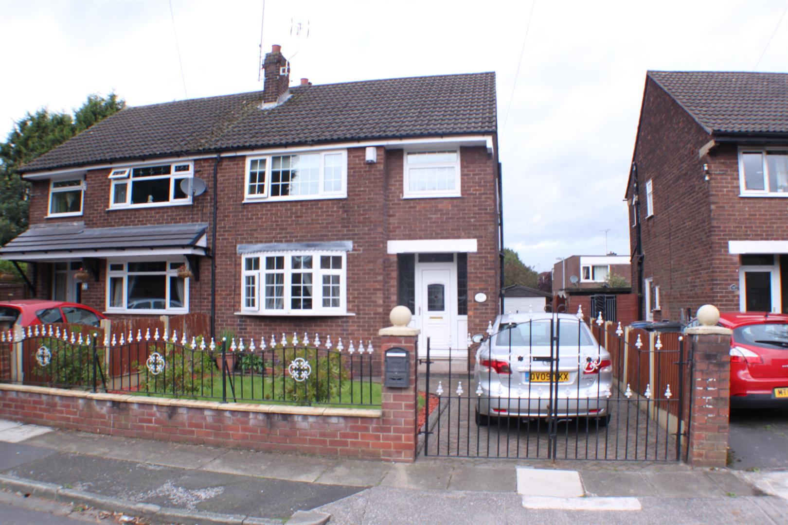 3 Bedrooms Semi Detached House for sale in Bindloss Avenue, Eccles, Manchester